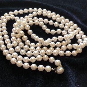 Jewelry - Vintage single strand faux pearl
